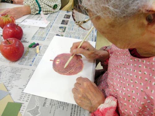 オイルパステル画 ~ 林檎の量感画 ~_e0222340_15292628.jpg
