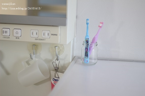 洗面台をスッキリ、ぶら下げる収納_e0214646_10143363.jpg