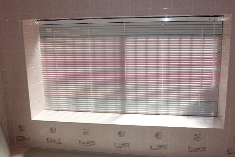 浴室には是非、遮蔽性の高いブラインドを!_e0133255_22470686.jpg