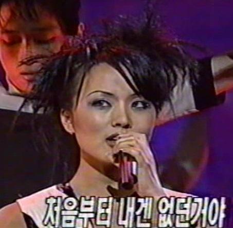 韓国のマドンナ!女優としても活躍 オムジョンファ、奇跡の48歳。 整形もスッピンもオープンに。がんを克服!_f0158064_03275733.jpg