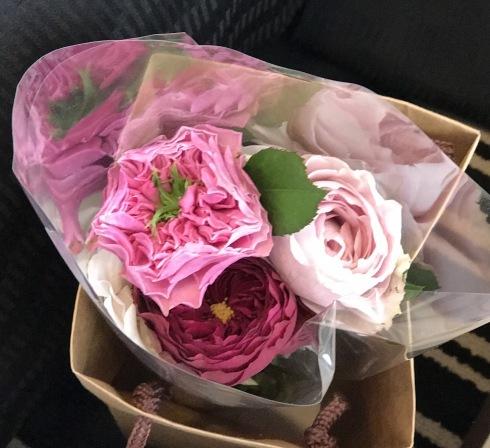 仕事で上京・・・・旅の始まりは、銀座で薔薇🌹を買って・・・・_b0137969_06520015.jpg