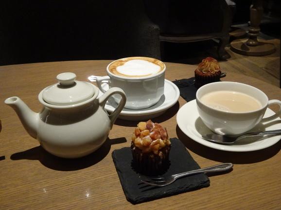2017年 大阪 TABLES CAFEでカップケーキ_e0230011_17092981.jpg