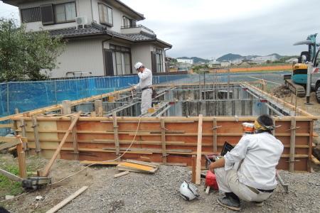 「萩島の家」基礎立上りコンクリ打ち_b0179213_16384815.jpg