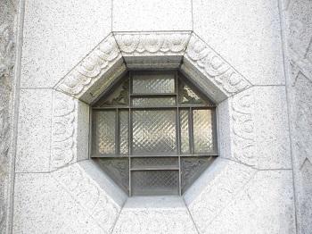 ビルの窓 横浜(神奈川)_e0098739_08514840.jpg