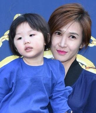 韓国のマドンナ!女優としても活躍 オムジョンファ、奇跡の48歳。 整形もスッピンもオープンに。がんを克服!_f0158064_17395775.jpg