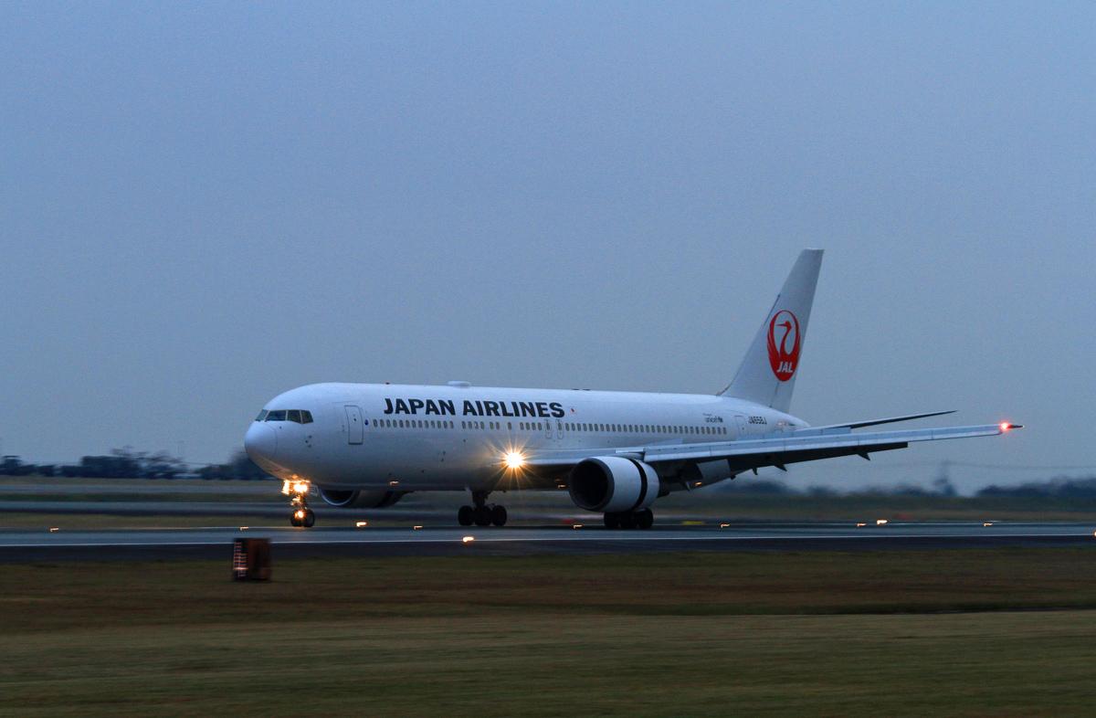 ASO KUMMOTO AIRPORT IN BLUE。_b0044115_83856.jpg