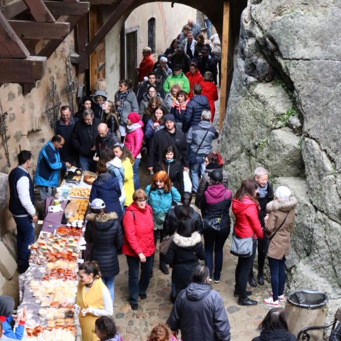 ロケット城でワイン祭り。「BURČÁK」ぐびぐび_c0060143_12023997.jpg