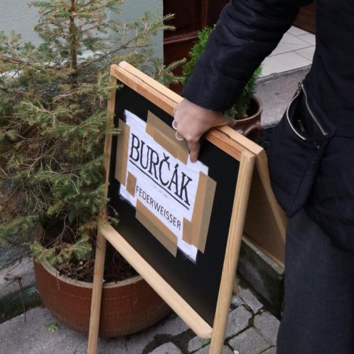 ロケット城でワイン祭り。「BURČÁK」ぐびぐび_c0060143_12024369.jpg