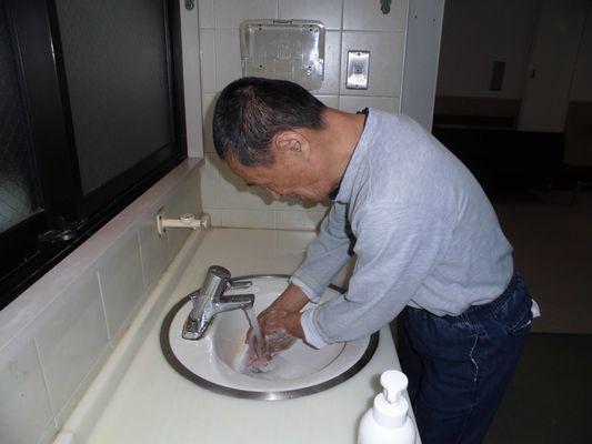 10/14 シーツ交換、手洗い、体操_a0154110_08461705.jpg