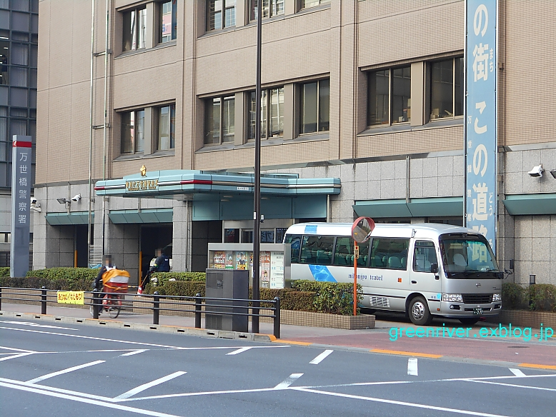 警察署に日本城タクシー_e0004218_20254883.jpg