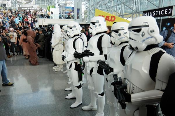 Star Warsコスプレ軍団がNYコミコン会場を大行進_b0007805_8555747.jpg