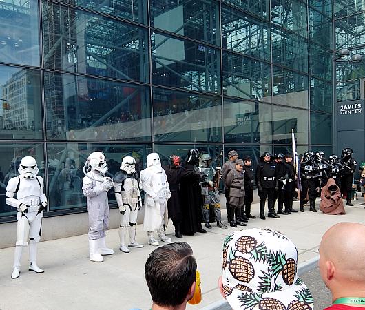 Star Warsコスプレ軍団がNYコミコン会場を大行進_b0007805_915254.jpg