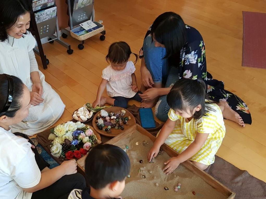 親と子の創造療法ワークショップの様子です_f0006208_11014726.jpg