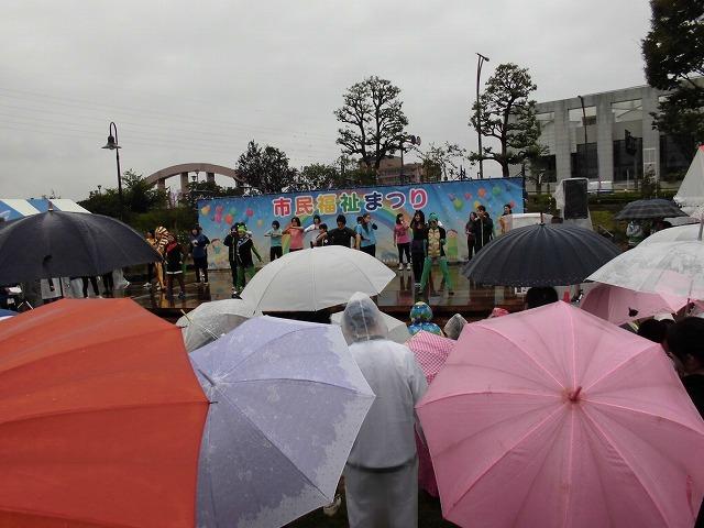 寒い雨の中でも多くの皆さんが参加した「第37回 市民福祉まつり」_f0141310_07462943.jpg