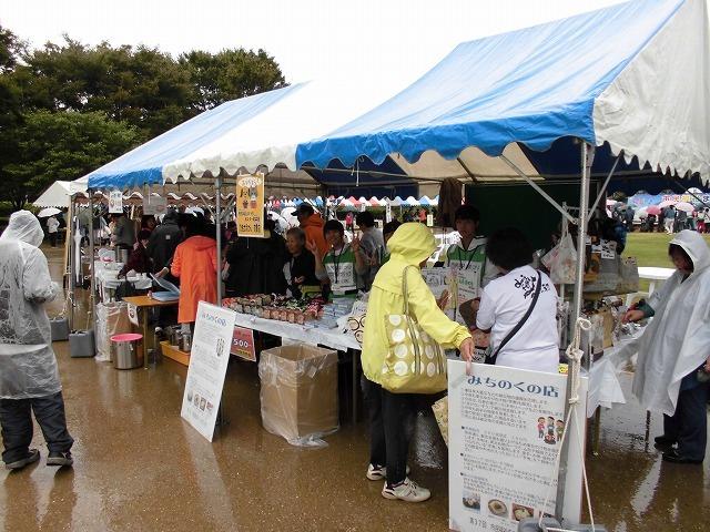 寒い雨の中でも多くの皆さんが参加した「第37回 市民福祉まつり」_f0141310_07463835.jpg