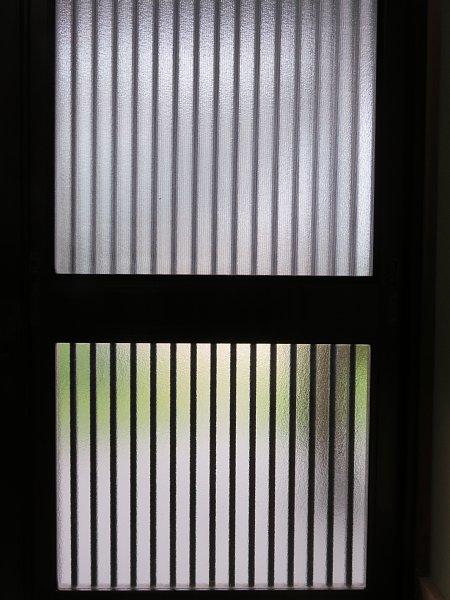 2017年10月23日 玄関にも遮光シートを !_b0341140_14165995.jpg