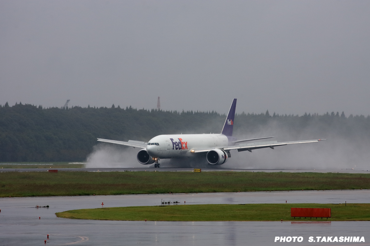 FedEx着陸_b0368378_20003375.jpg
