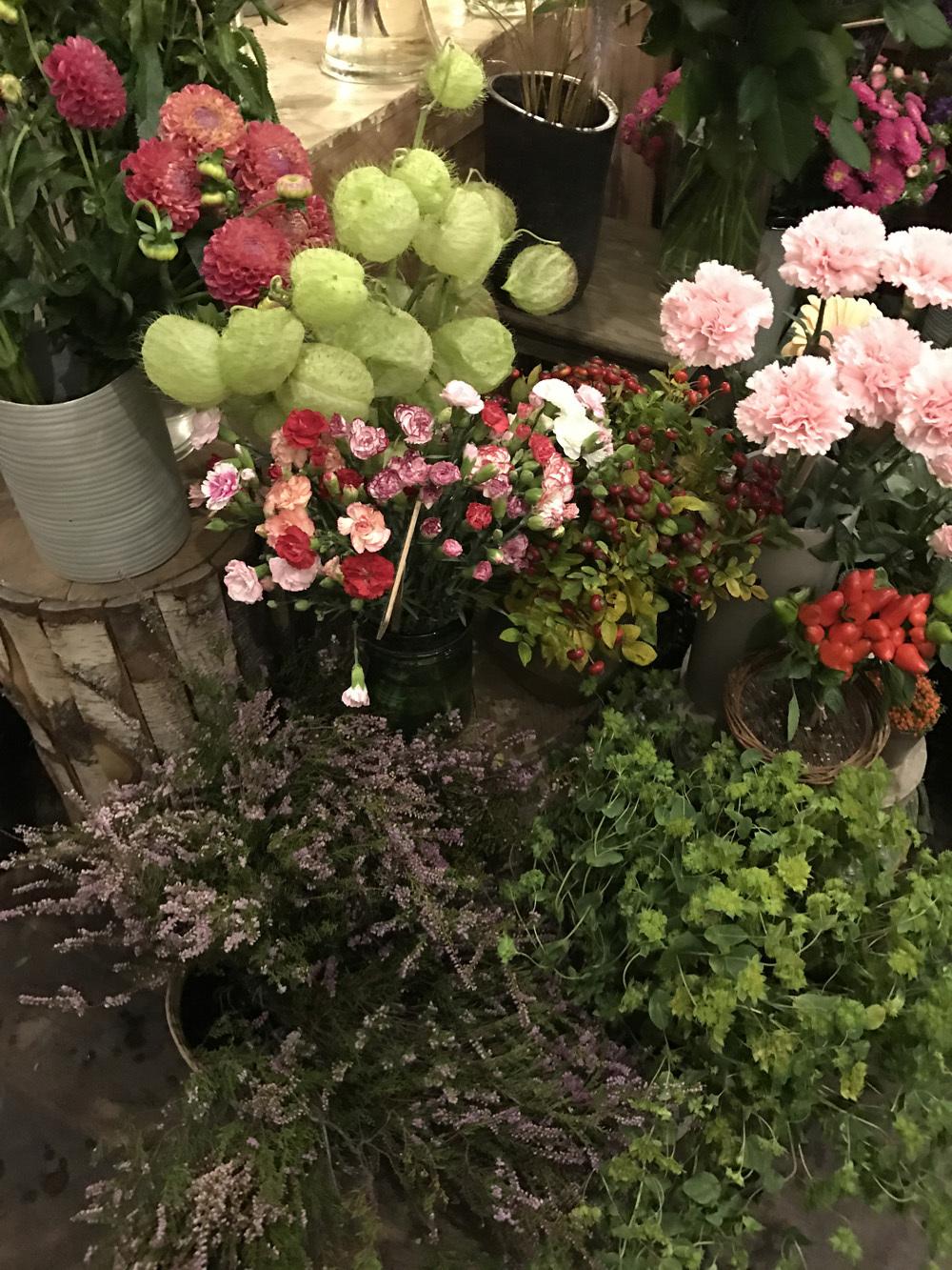 パリのお花屋さん・marianne のバースデー(パリ便り その2)_c0176078_15060211.jpg