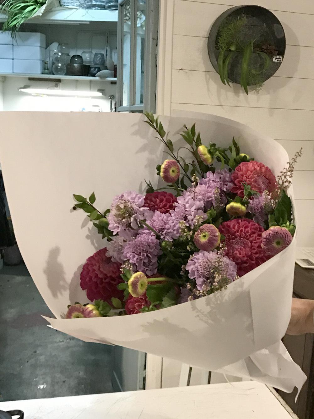 パリのお花屋さん・marianne のバースデー(パリ便り その2)_c0176078_15060814.jpg