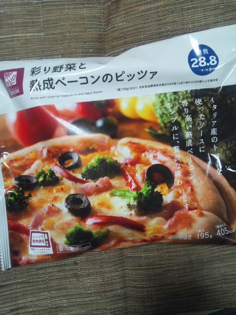 ローソン 彩り野菜と熟成ベーコンのピッツァ_f0076001_23415290.jpg