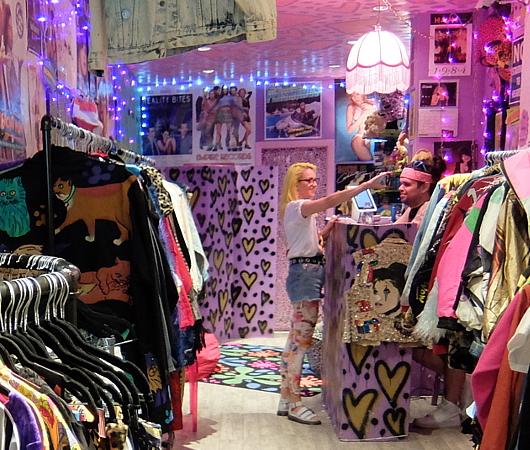 NYで話題の90年代ファッションに特化した古着屋「スパーク・プリティ」 Spark Pretty_b0007805_20311523.jpg