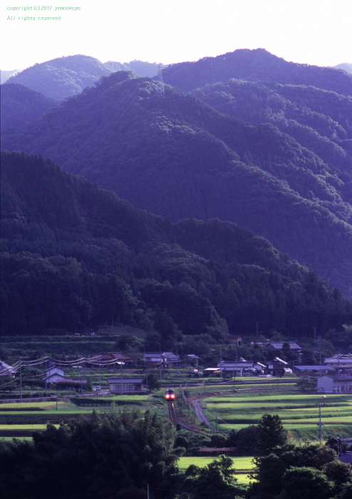 朝の灯り - ローカル鉄道散歩
