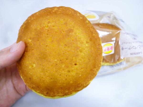 もちっとパンケーキ(安納芋あん&ミルクホイップ)@ローソン_c0152767_19004523.jpg