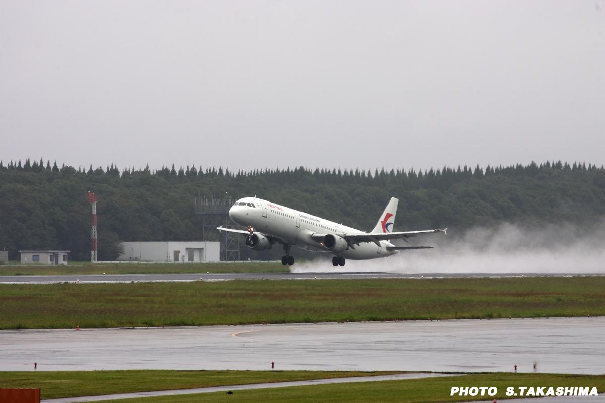 中国東方航空離陸_b0368378_20441428.jpg