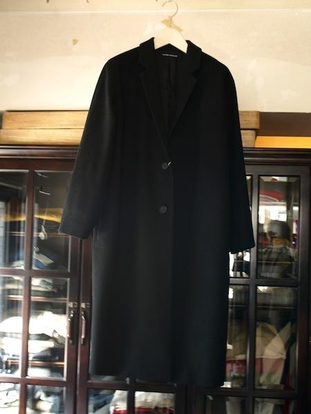 トップメゾンのデザイナーを歴任した日本人上榁むねのりによるuemulo munenoliのコート『EVA』が美しい!_e0122680_17194033.jpg