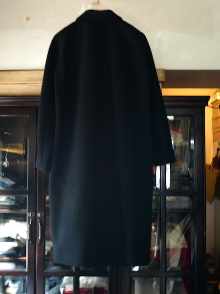 トップメゾンのデザイナーを歴任した日本人上榁むねのりによるuemulo munenoliのコート『EVA』が美しい!_e0122680_17201389.jpg