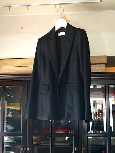袖に腕を通すと良さが分かります。tomoumi onoによる通称『名前の無いブランド』のジャケット_e0122680_17230576.jpg
