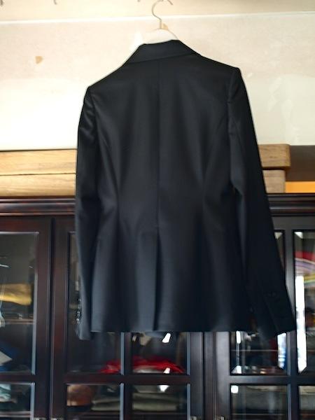 袖に腕を通すと良さが分かります。tomoumi onoによる通称『名前の無いブランド』のジャケット_e0122680_17235260.jpg