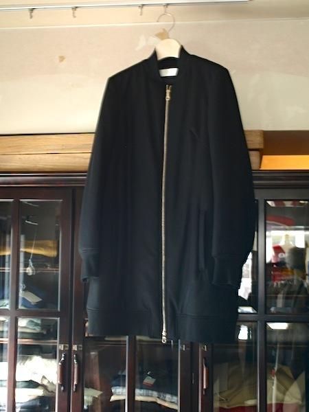 軽くて暖かくて着やすく格好良いtomoumi onoのジップアップコート_e0122680_17244383.jpg