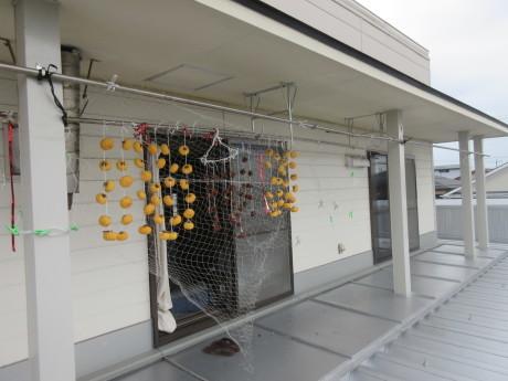 干し柿に漁網_a0203003_20390874.jpg