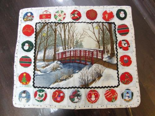 キルト教室 ~ クリスマスのタペストリー作品 ~ _e0222340_1553213.jpg