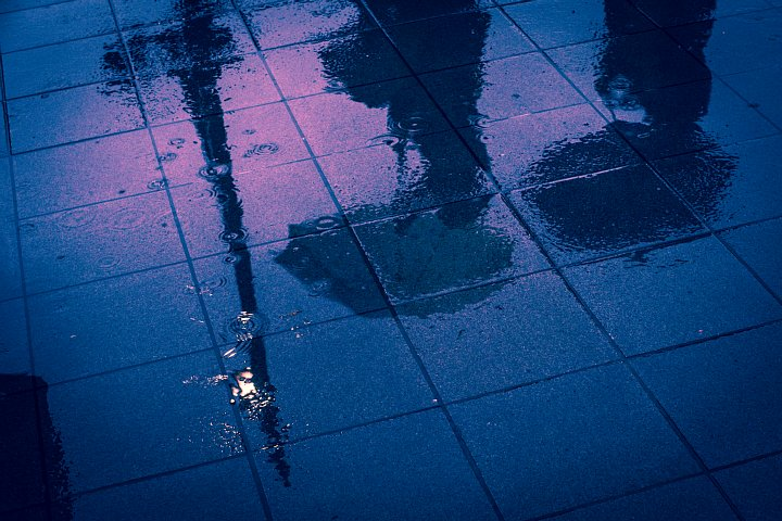 雨ばかり降るので発狂した駅前_d0353489_2243335.jpg