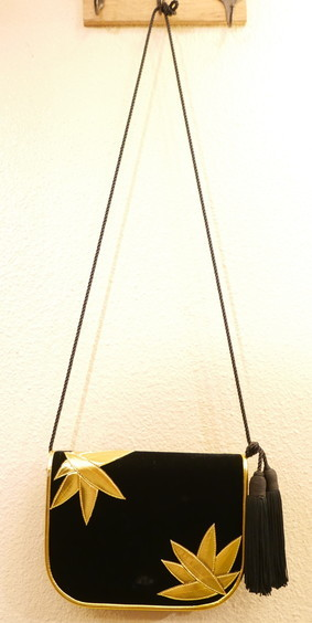 VELOR SHOULDER BAGS_f0144612_16080691.jpg