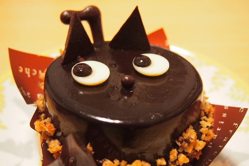 【今年も!】ハロウィン 黒ねこケーキ@シャトレーゼ_b0008655_17502610.jpg