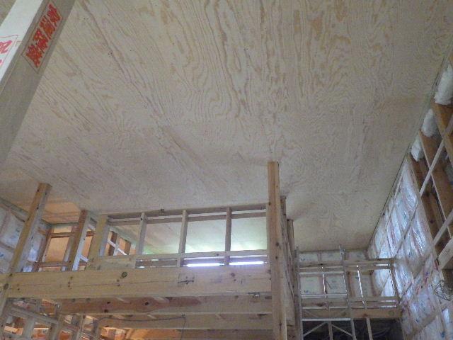 黒川の家 大工工事進行中。 _f0105112_4442469.jpg
