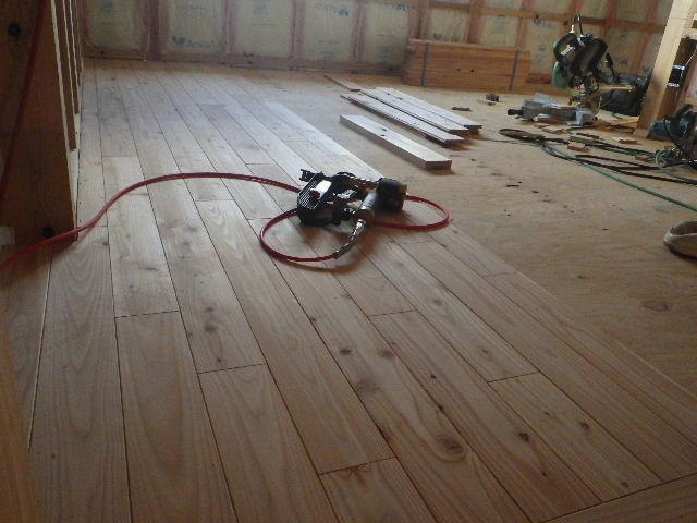 黒川の家 大工工事進行中。 _f0105112_4453847.jpg