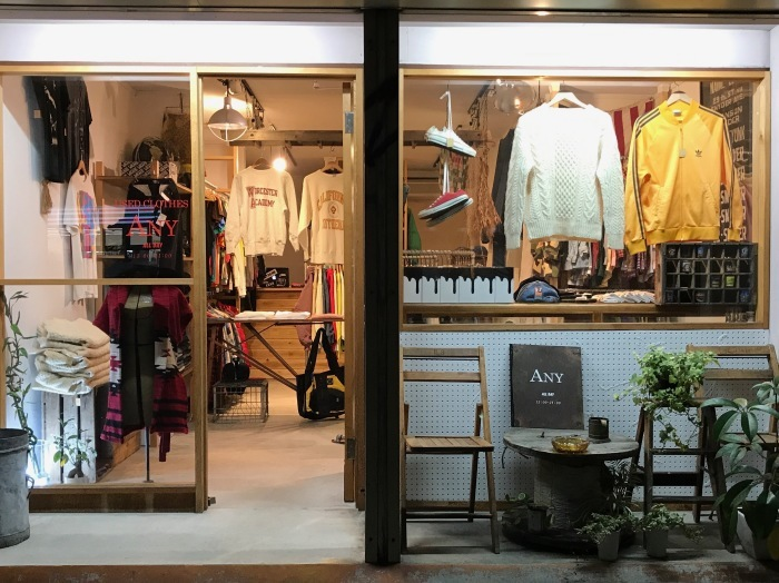 Dry goods clothing store