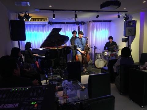 Jazzlive comin 広島  本日水曜日のジャズライブ_b0115606_11183508.jpeg