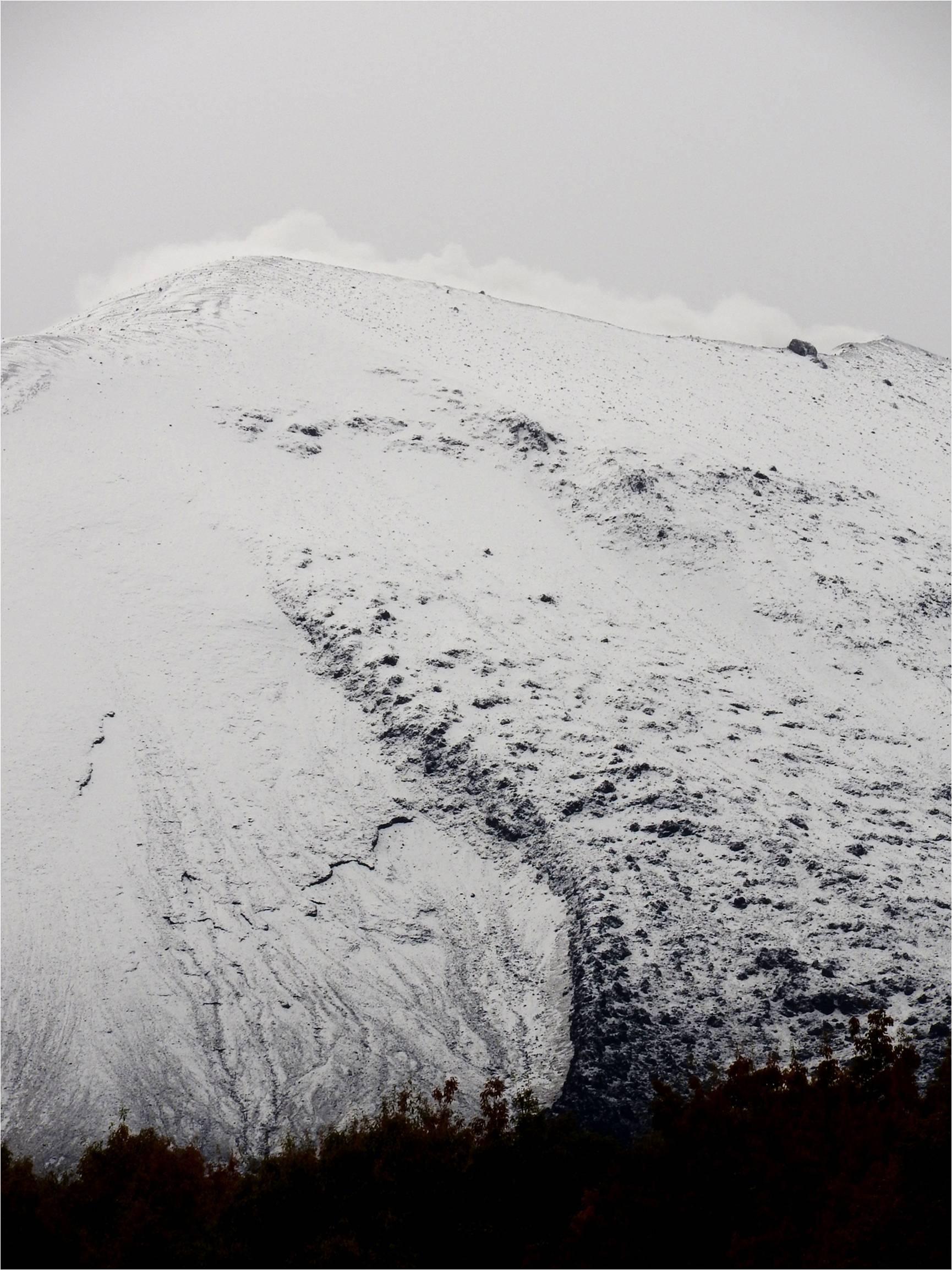 浅間山、上から下まで真っ白です_b0174425_17393458.jpg