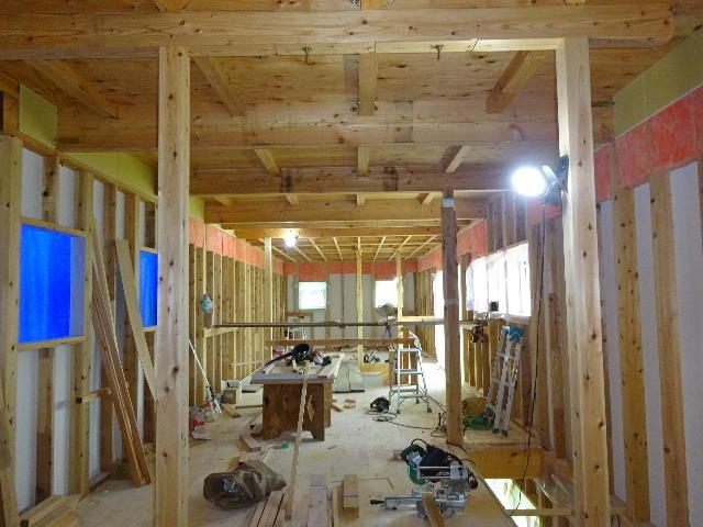 南大通りの家 大工工事 進行中。_f0105112_04361928.jpg
