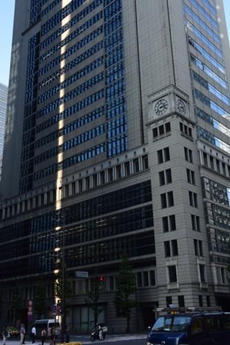 高層ビルに縦の白線_f0055131_21015162.jpg