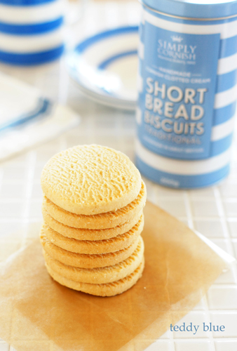 simple shortbread biscuits  ショートブレッド ビスケット_e0253364_23025409.jpg