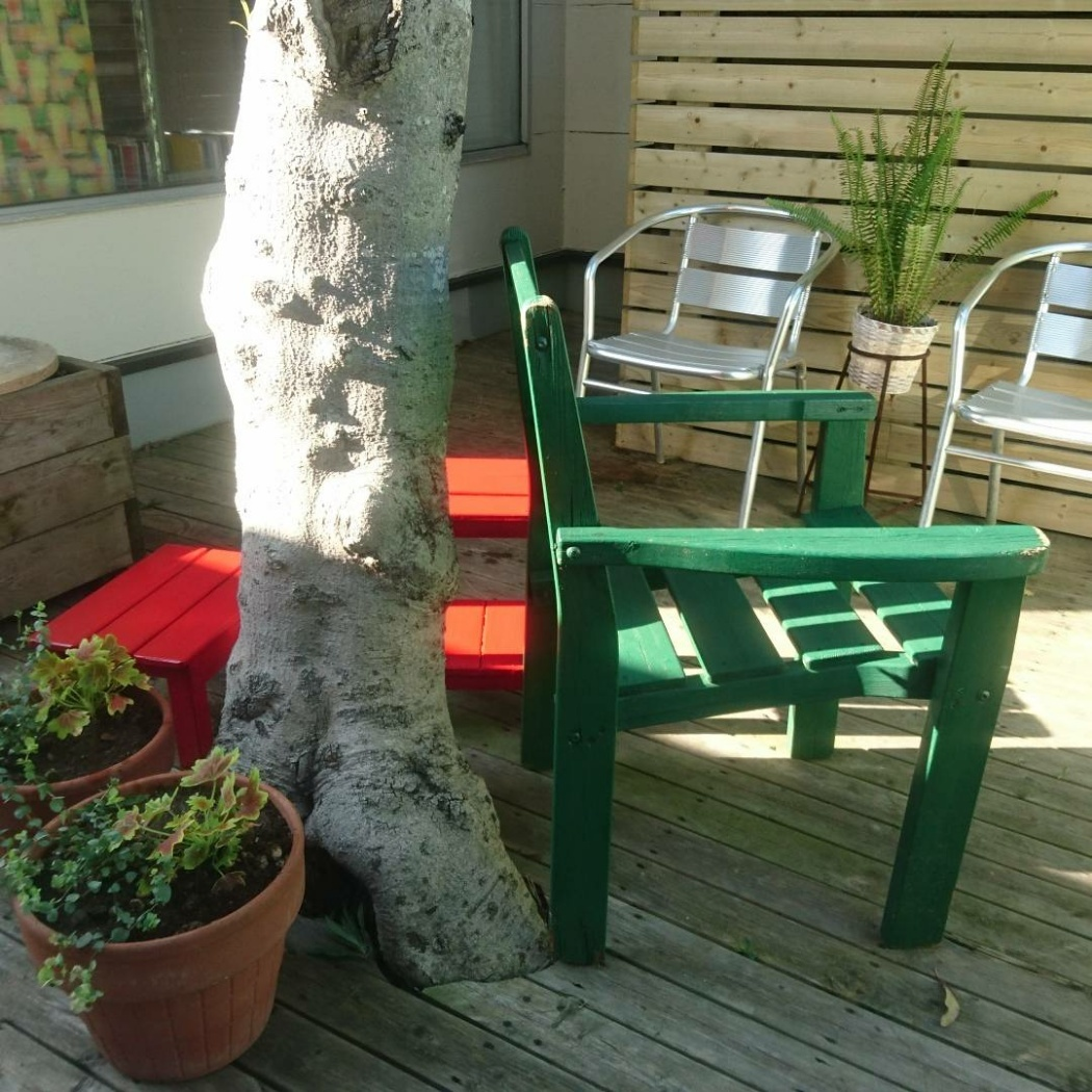 裏庭の椅子を塗る_f0218407_15052102.jpg