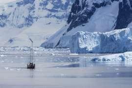 南極海に出現した「巨大な穴」の謎 潜水ロボットが調査中 _b0064113_10581866.jpg