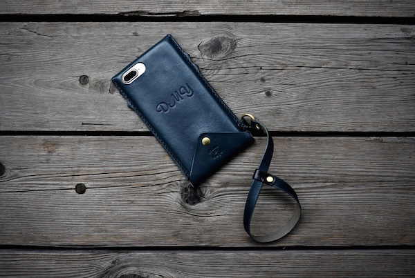 iphone 8 plus leather case + hand strap_b0172633_20342075.jpg