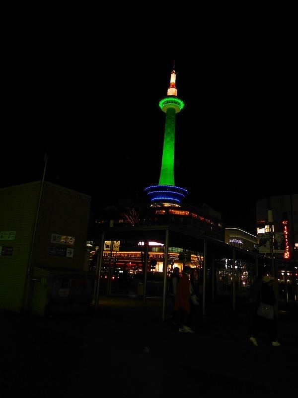 京都タワーと京都駅20171026_e0237645_23283207.jpg